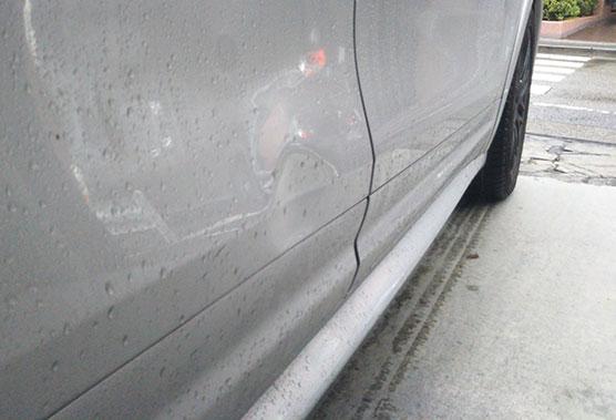 日常生活でついた車のヘコミのイメージ