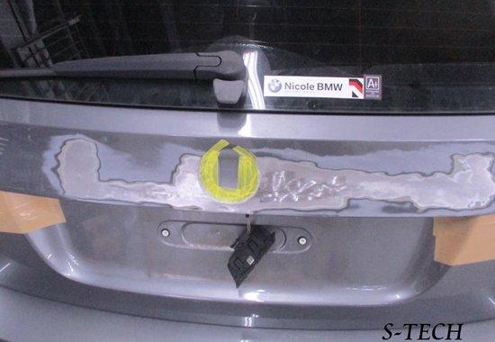 BMWのリア部ヘコミ修理