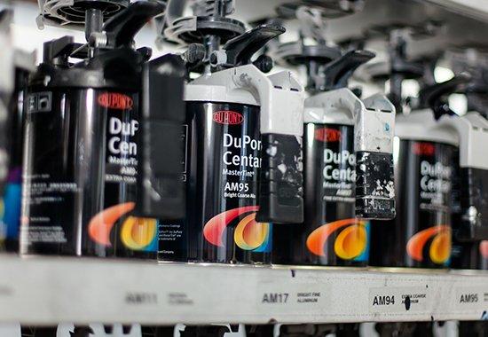 S-TECH調布インター店にあるミキシングマシーン、デュポンの塗料を使用