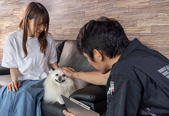 S-TECH世田谷工場にてお客様に修理内容の説明
