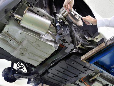自動車の整備作業